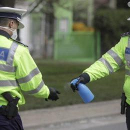 """Polițiștii și jandarmii au dat, din nou, peste 300 de amenzi pentru nepurtarea măștii în locuri publice și au întocmit un dosar penal pentrru """"zădărnicirea combaterii bolilor"""""""