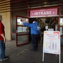 Ministerul Sănătății: măsurarea temperaturii este obligatorie la intrarea în spații publice închise! Ai peste 37,3 grade, n-ai mască, nu ai voie în magazin