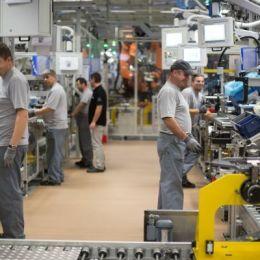 Sindicatul ICA Ghimbav a declanșat o grevă de avertisment la fabrica Mercedes din Cugir. Conducerea sindicatului amenință cu greva generală