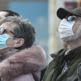"""Polițiștii și jandarmii au dat, și ieri, aproape 300 de amenzi pentru lipsa măștilor în spații publice și au întocmit două dosare penale pentru """"zădărnicirea combaterii bolilor"""""""