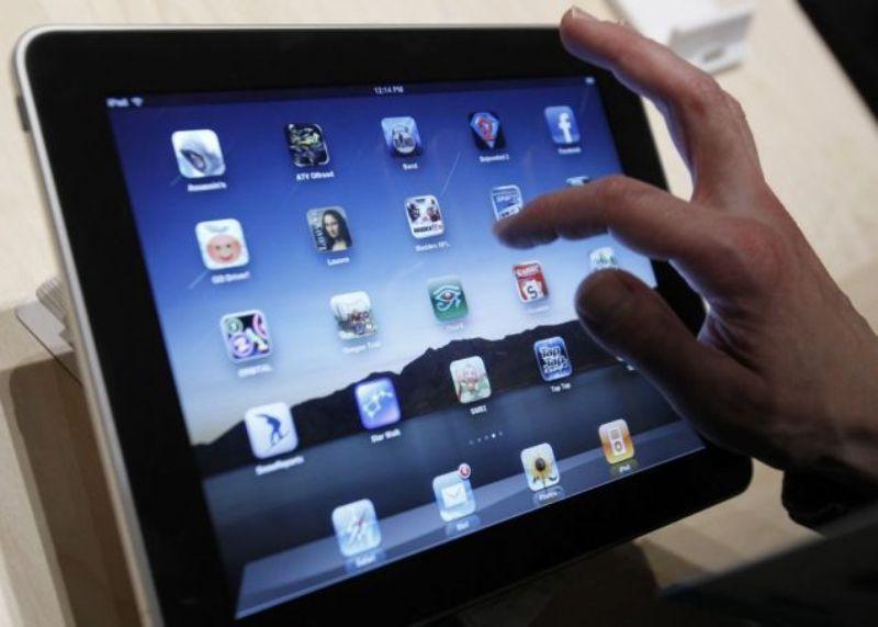 Școlile din municipiu Brașov au fost dotate azi cu tabletele necesare desfășurării școlii online. În restul școlilor din județ, distribuirea se va face săptămâna viitoare