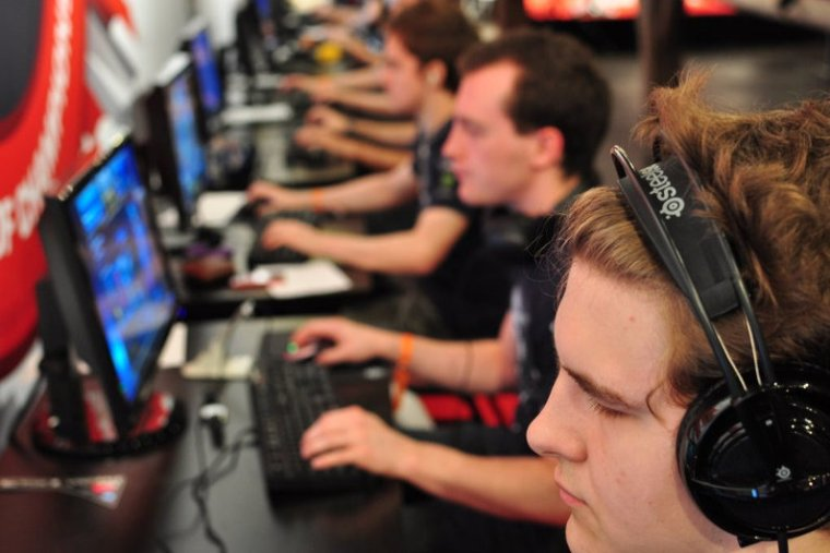 Career Opportunities in the Esports Industry [Infographic]