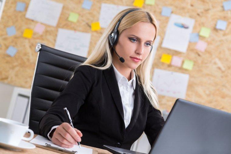 Attractive virtual receptionist