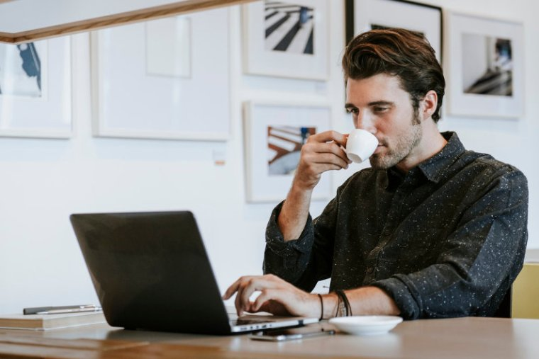Businessman checking Domain Authority (DA)
