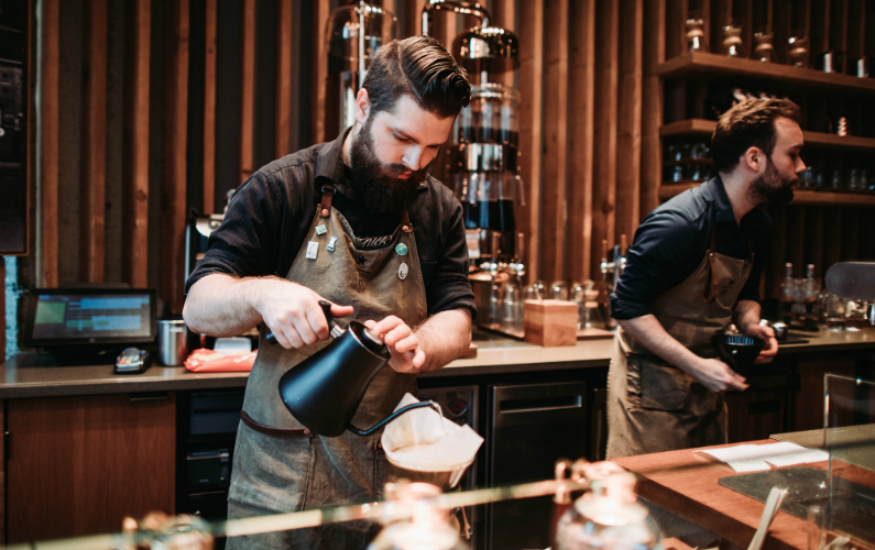 3 Reasons to Buy Staff Uniforms for a Bar or Restaurant