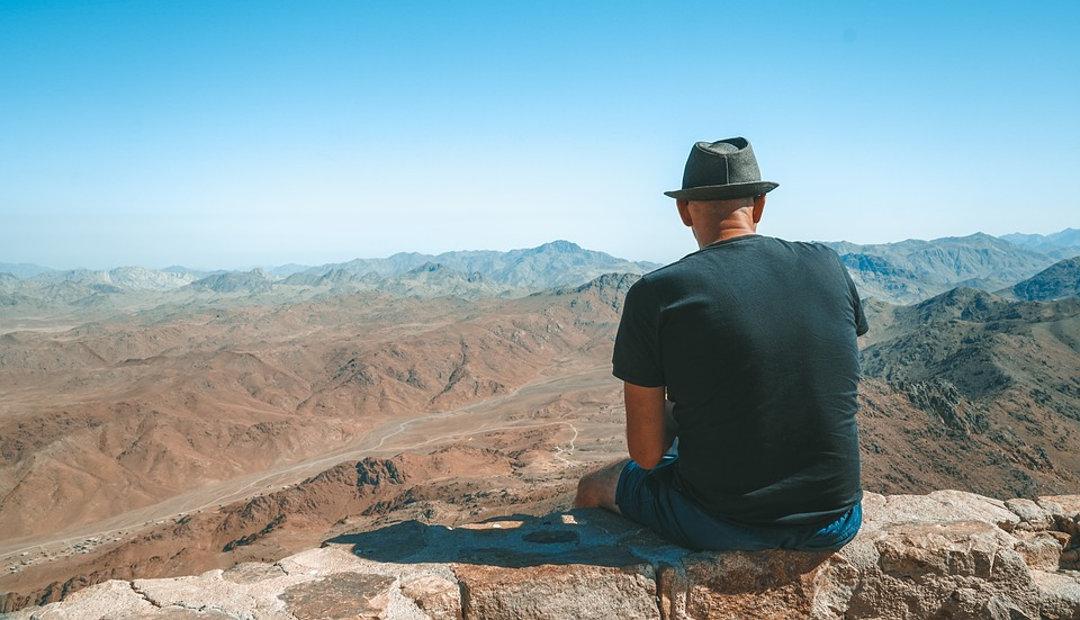 Planning Employee Retreats: HR Management Strategies