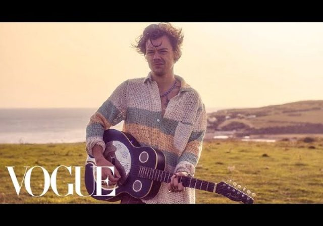 "Harry Styles Sings an Acoustic Rendition of ""Cherry"" 
