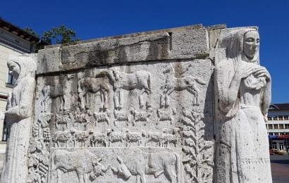 Primăria Târgu Jiu are nevoie de un milion de lei să reabiliteze Mausoleul Ecaterinei Teodoroiu plin de crăpături și cârpeli