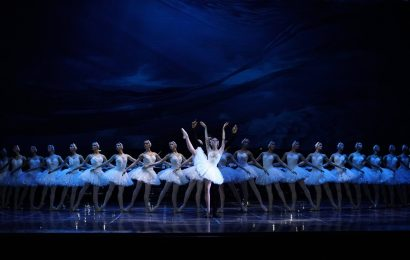 Lacul Lebedelor (balet pe gheață) la Sala Palatului