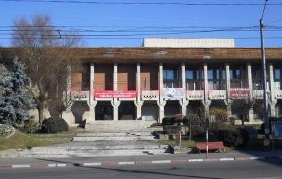 Parcarea din fața Casei de Cultură, vis spulberat. Ce mai promite primarul Marcel Romanescu