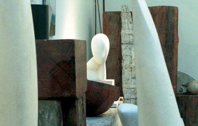 Personalități din lumea artei la Simpozionul Internațional de Sculptură, Pictură și Grafică- Atelierele Brâncuși