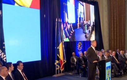 """Klaus Iohannis: """"Statul român (..) pe care mi-l doresc şi pe care ştiu că şi-l doresc şi românii, este acel stat în care preşedintele îşi îndeplineşte atribuţiile, Guvernul îşi face treaba şi Parlamentul dă legi bune şi corecte pentru ţară, nu pentru şefii de partide şi clicile lor"""""""
