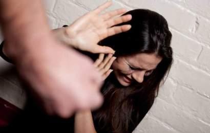 Târgujiancă bătută de o fată de 15 ani