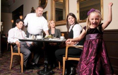 Patronii unor restaurante au interzis accesul copiilor