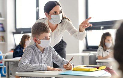 """Profesorii vor primi stimulente financiare """"covid"""""""