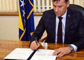 """Novalić potpisao Prijedlog """"korona zakona"""""""