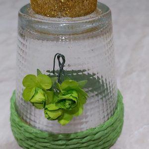 bicchiere a candela con fiore verde