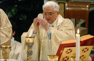 pope-Eucharist