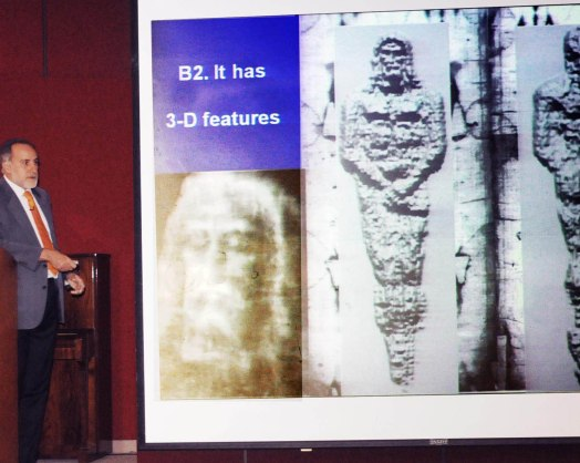 "Professor Fanti displays a 3D ""distance information"" image of the Shroud of Turin."