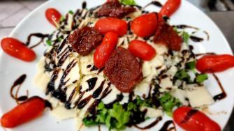 Mâncare pe insula Ammouliani din Grecia. FOTO Ovidiu Oprea