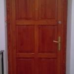 egyedi méretre gyártott fa ajtó