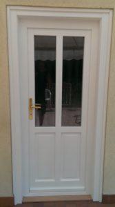 14.ker fa bejárati ajtó