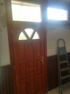 Corvin-negyed fa bejárati ajtócsere