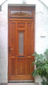 Kővár fa bejárati ajtócsere