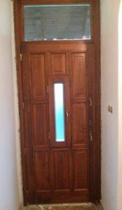 Máriaremete fa bejárati ajtócsere