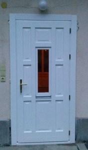 Pösingermajor fa bejárati ajtócsere