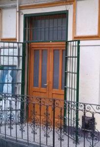 Százados negyed fa bejárati ajtócsere