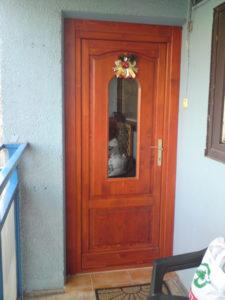 Újlak fa bejárati ajtócsere