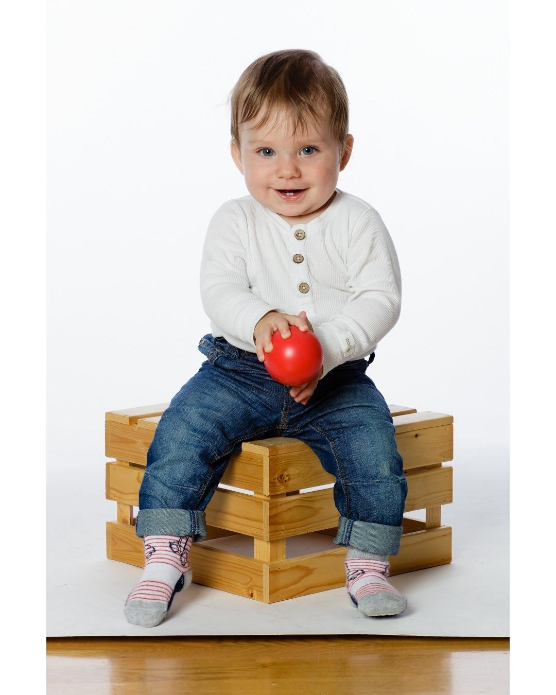 Hade ett charmtroll på besök i stuidon igår. Detta är Harry som gärna posade lite :-) Vill du foto ditt barn? hör av dig på 0735101881 eler mb@609.se