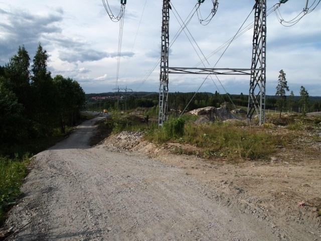 Turveien går under kraftlinjene, nærmere E6 enn Sluttstykket. (foto: Sven Brun)