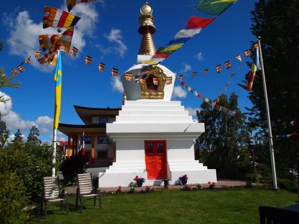 Fredsstupaen ble ferdigstilt i 2005 til minne om Dalai Lamas mottakelse av Nobels fredspris i 1989. (foto: Sven Brun)
