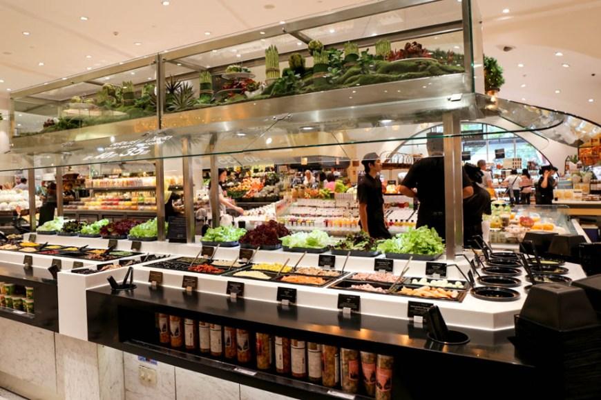 新鮮でおいしい野菜が食べたくなったら、エムクオーティエ内グルメマーケットのサラダバーへ
