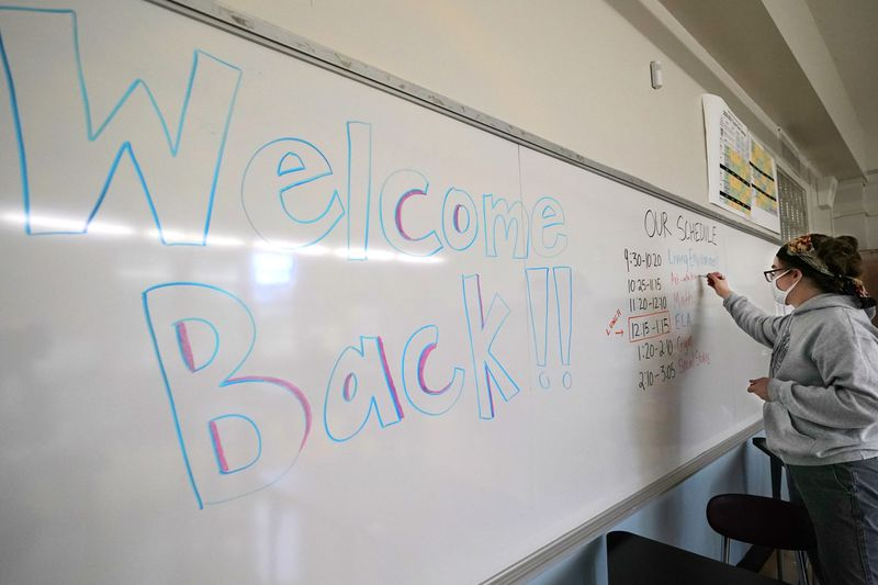 As NYC high schools reopen for in-person learning, COVID numbers in some nabes remain concerning