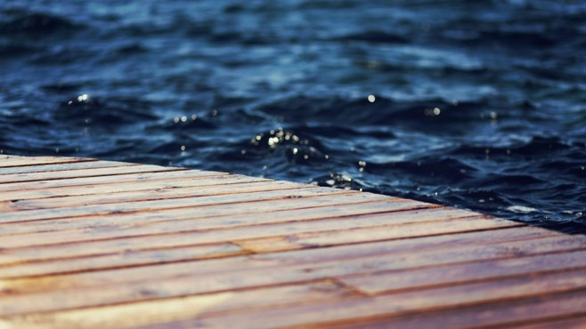 Wooden-Deck-and-Sea