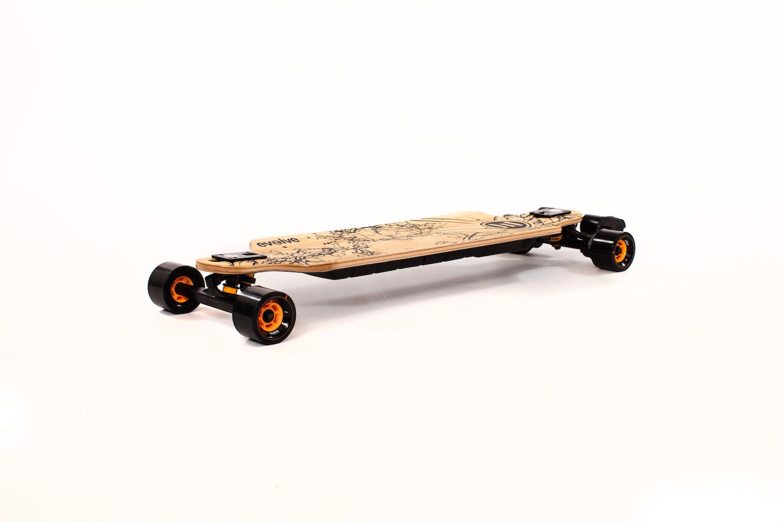 1683691a97426 Un des gros avantages de la marque Evolve est de proposer ses skates en  version « street » (roues dures & rapides) et « tout terrain » (pneus  gonflés) qui ...