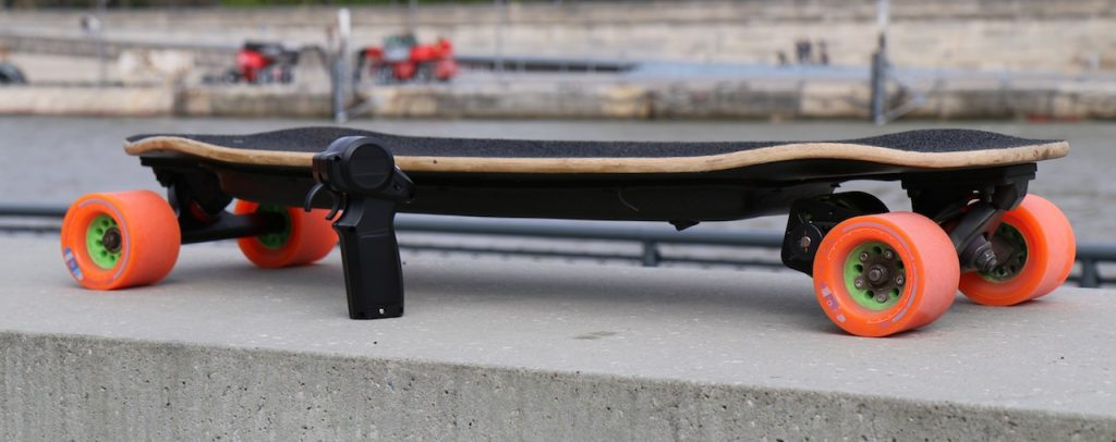 Crédits : http://www.e-sk8.fr/2016/04/09/skate-electrique-loaded-truncated-tesseract-carbon/