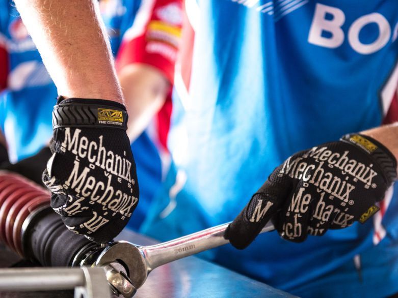 mechanix-wear-australia-v8-supercar-mechanic-original-gloves_1050x788