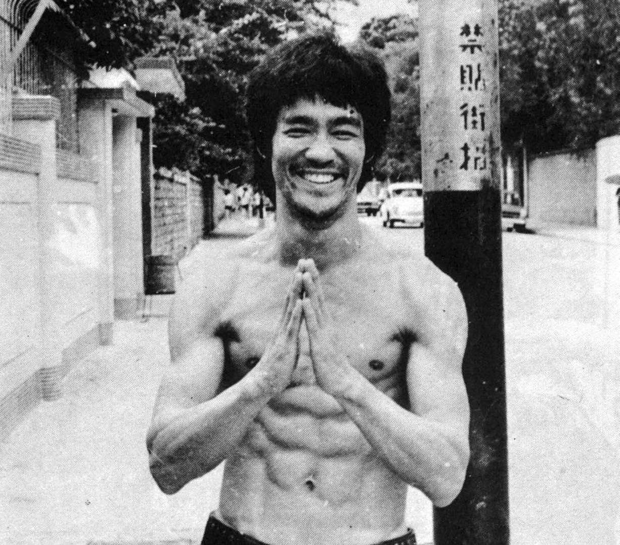 https://i0.wp.com/www.blackbeltforums.com/attachments/bruce-lee-jpg.806/