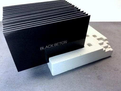 Portes-cartes en béton