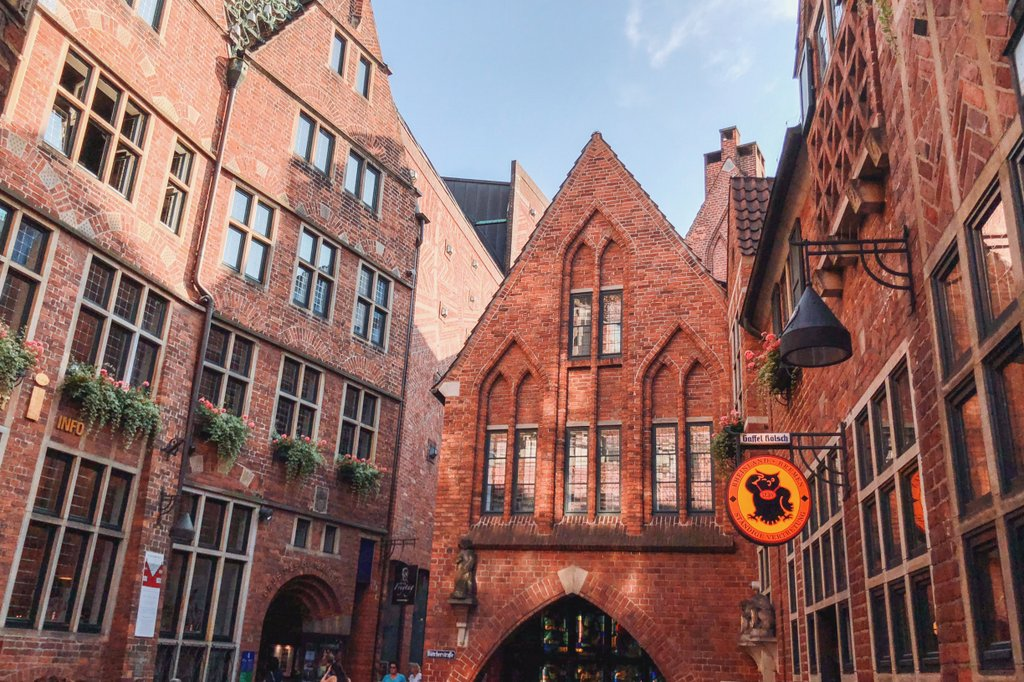 "Bremen-Sightseeing-Boettcherstrasse ""width ="" 1024 ""height ="" 682 ""srcset ="" https://www.blackdotswhitespots.com/bdws/wp-content/uploads/2019/08/Bremen-Visitors-Boettcherstrasse.jpg 1024w, https://www.blackdotswhitespots.com/bdws/wp-content/uploads/2019/08/Bremen-Visitors-Boettcherstrasse-500x333.jpg 500w, https://www.blackdotswhitespots.com/bdws/wp-content/uploads /2019/08/Bremen-Visitors-Boettcherstrasse-768x512.jpg 768w, https://www.blackdotswhitespots.com/bdws/wp-content/uploads/2019/08/Bremen-Visitors-Boettcherstrasse-300x200.jpg 300w, https : //www.blackdotswhitespots.com/bdws/wp-content/uploads/2019/08/Bremen-Visitors-Boettcherstrasse-330x220.jpg 330w, https://www.blackdotswhitespots.com/bdws/wp-content/uploads/ 2019/08 / Bremen-Sehenswuerdigkeiten-Boettcherstrasse-296x197.jpg 296w, https://www.blackdotswhitespots.com/bdws/wp-content/uploads/2019/08/Bremen-Visitors-Boettcherstrasse-690x460.jpg 690w, https: //www.blackd otswhitespots.com/bdws/wp-content/uploads/2019/08/Bremen-Visitors-Boettcherstrasse-871x580.jpg 871w ""sizes ="" (max-width: 1024px) 100vw, 1024px ""/></p data-recalc-dims="