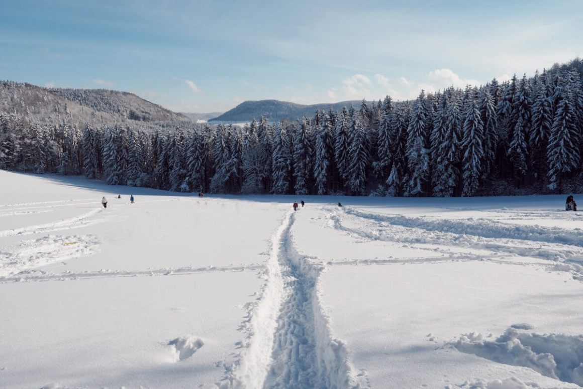 Winterwandelen rodelen in de Schwäbische Alb