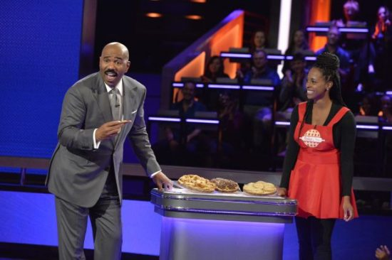 "STEVE HARVEY'S FUNDERDOME - ""Episode 109"" - The seed-funding competition reality series ""Steve Harvey's FUNDERDOME,"" featuring two aspiring inventors going head-to-head to win over a live studio audience to fund their ideas, products or companies, airs SUNDAY, SEPTEMBER 17 (9:00-10:00 p.m. EDT), on The ABC Television Network. (ABC/Lisa Rose) STEVE HARVEY, LATESHIA DOWELL (FLAKY BAKES)"