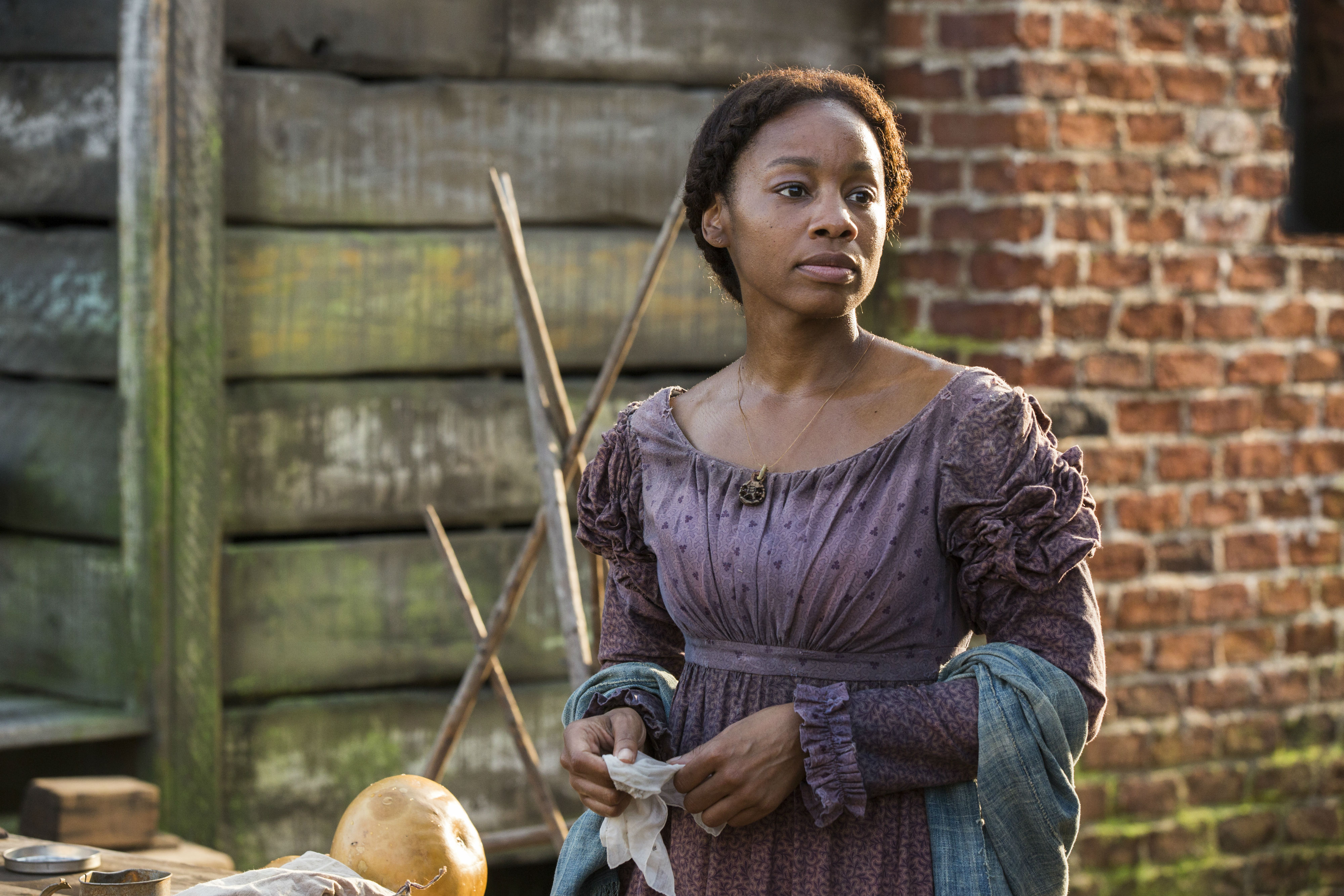 Equalizer Wallpaper Hd Anika Noni Rose As Kizzy Pic In Roots Blackfilm Com Read