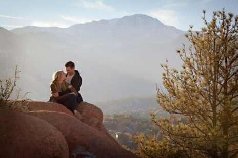 garden_of_the_gods_engagement_portrait_photographer