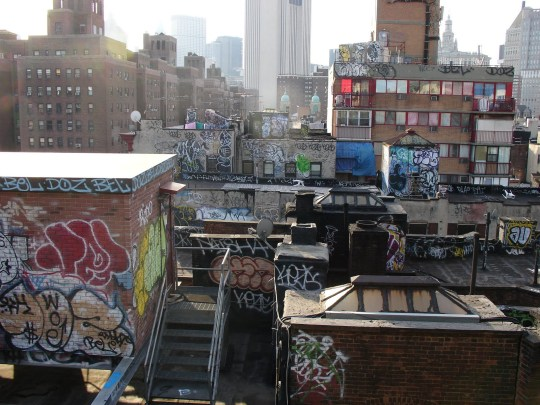 Rooftop_Graffiti_by_flarakoo