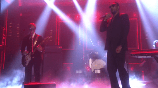 """Paul Banks  and RZA Perform """"Giant"""" on Jimmy Fallon"""
